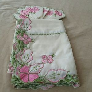 Other - Tablecloth with 8 napkins